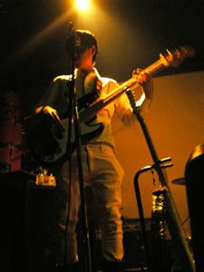 20080505-ライブ衣装にワイシャツを着る ベース