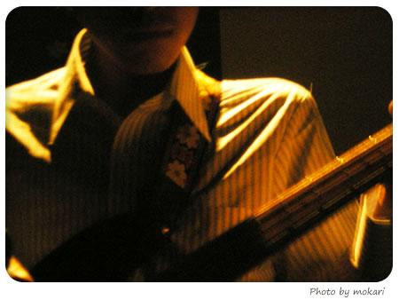 20080505 - ライブ衣装にワイシャツを着る ベース