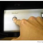 夫さんにDENONのCDプレーヤーの使い方を伝授される。