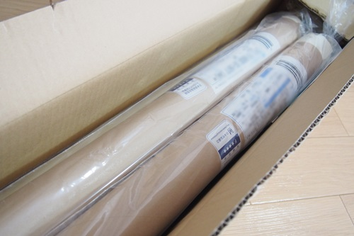P3265551 白っぽいウッド調の壁紙