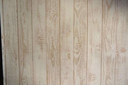 P3275566 白っぽいウッド調の壁紙