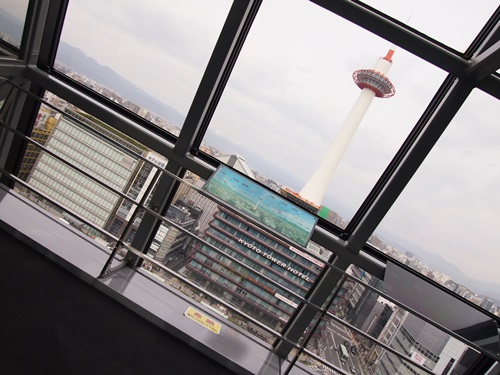 P3294588 京都タワーの昼と夜