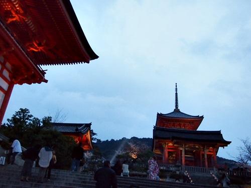 P3294650 清水寺の夜の特別拝観に行きました(2013年3月)