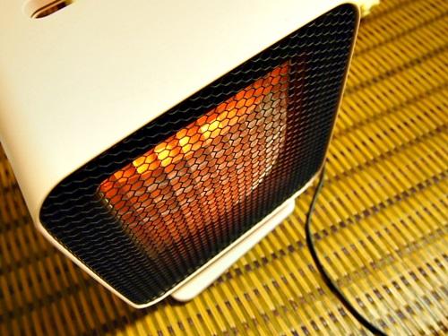 PC029823 サブ暖房に。かわいい暖房器具を使おう