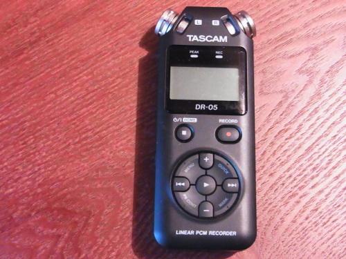 R1157751 夫へ録音するやつ(TASCAM DR-5)をプレゼント